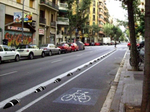 "Cycle track in Barcelona with ""zebras"" separating cyclists from cars.  From livininthebikelane.blogspot.com."